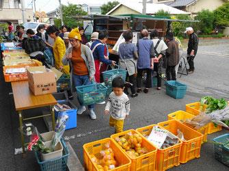 大好評の野菜などの移動販売