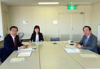 和光市での視察 東内部長(向かって右)健康づくり担当の梶原統括修司保健師)