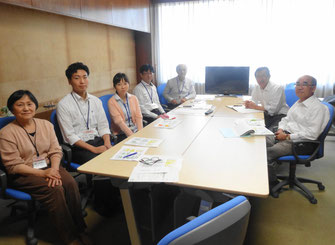 正副議長と事務局職員でミーティング