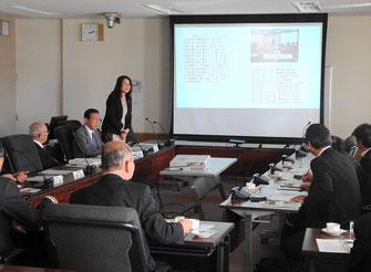 壱岐市議会の皆さんの古賀市議会の取り組みを説明