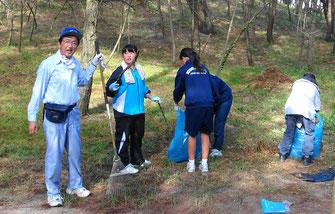 古賀北中の生徒も松葉かきに参加