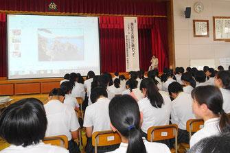 平野桃子さんが母校で講演