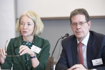 Die 2019 neu in den Vorstand der GD gewählte Dermatologin Prof. Dr.med. Christiane Bayerl, Wiesbaden, und der seit Gründung der GD amtierende GD-Vorsitzende, Apotheker Dr.rer.nat.Joachim Kresken, Viersen (Foto: GD)