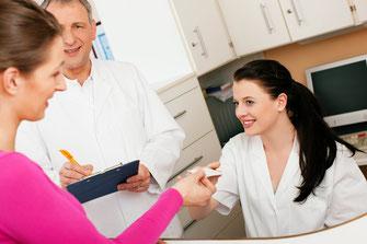 Kompetenz und Freundlichkeit des Personals sind mit die wichtigsten Faktoren für zufriedene Patienten. (Foto: Kzenon– fotolia)