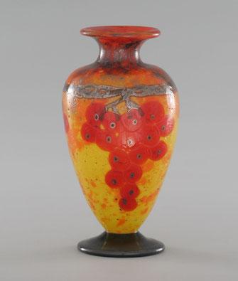 """Vase mit Applikationen aus der Serie """"Vases Bijoux"""". Foto: Jean-Pierre Serre"""