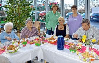 Das Betreuungsteam stand den Heimbewohnern beim gemeinsamen Frühstück stets zur Verfügung.