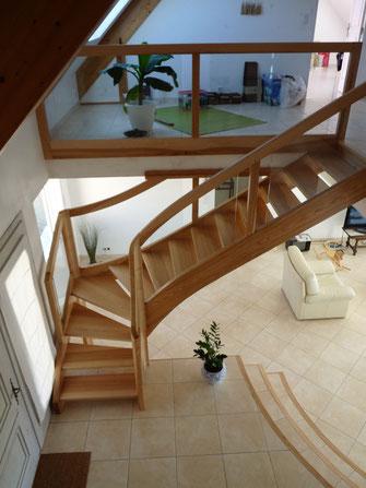 Artisan fabricant d'escaliers, volets, fenêtres, escaliers.