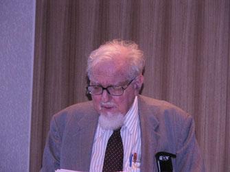 Wie wird der Mensch reif und lebenssatt? Hier im Bild der bekannte Psychoanalytiker Prof. Leon Wurmser, den ich als alten, gereiften Mann bei einer Veranstaltung des Psychoanalytischen Laienforums Nürnberg Juli 2004 kennen lernen durfte.