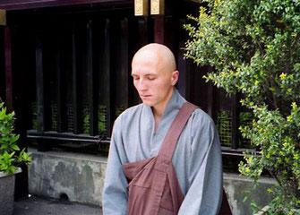 westlicher Shinto-Mönch