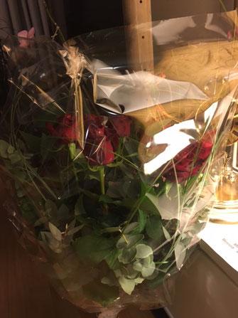 9 Rose - symbolisch je e Rose für 10 Läbes-Joor...