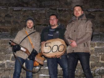 Böllerschütze Thomas Enslein, Festleiter Michael Kraus und Kassier Gerhard Voit; Bild:bey