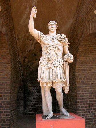 Статуя императора Марка Ульпия Траяна из немецкого города Ксантена