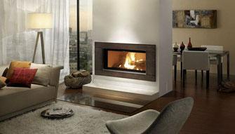 Blockhaus - Wohnhaus - Einfamilienhaus - Holzhaus - Wohnzimmer mit Kamin - Heizen mit Holz oder Pellet  - Energiesparhaus - Klima - Stromheizung - Kamineinsatz