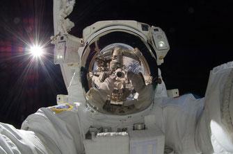 Astronau bei einer EVA an der ISS | Foto: NASA