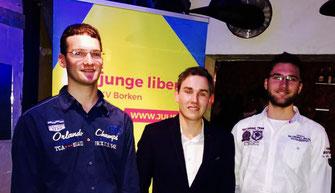 Der neue Vorstand der JuLis Bocholt: Vorsitzender Kevin Eising (m.), stelv. Vorsitzender Alexander Schweers (l.), Schatzmeister Patrick Schweers (r.)