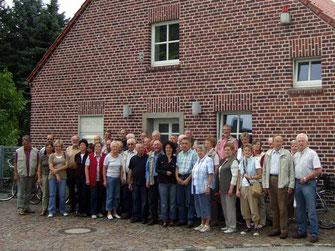 Die Radler aus Seppenrade sind am Heimathaus in Olfen angekommen