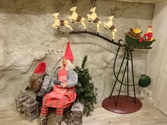 ヘルシンキのクリスマスグッズ店のオブジェ