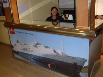 Bild: Ticketverkauf für die Fähre von Puerto Natales nach Puerto Montt
