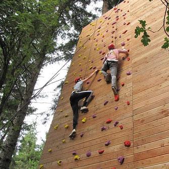 Kletterpark und Hochseilgarten, cooler Ausflug für die Familie oder Partyidee für Mädchen