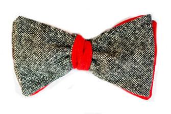 Selbstbinder Fliege grau meliert auf rot als Wendefliege zum binden