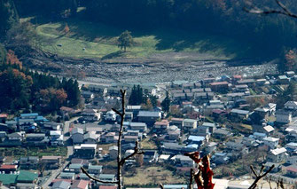 宇霊羅山から岩泉市街地を俯瞰する