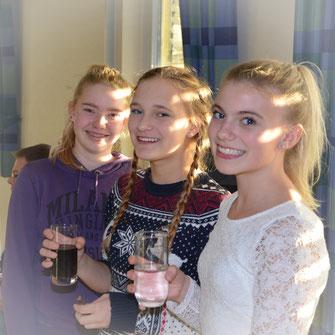 v.l.: Sophie, Sophia, und Lea bei der Jahreshauptversammlung. © Bild: Björn Merker