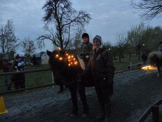 Ponyreiten Martinsfeuer - Haki mit Beleuchtung (Foto: Sabine Veidl)