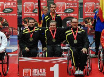 Foto: v.l.n.r. Die Europameister der WK 5 Selcuk Cetin, Valentin Baus und Jörg Didion mit Team-Psychologe Thorsten Leber (Credit DBS).