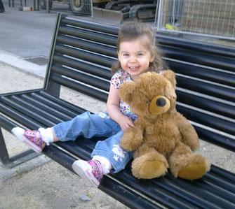 Meine Tochter mit ihrem Lieblingsbären 2011