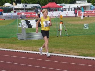 Elfriede Hodapp beim 5000m-Lauf.