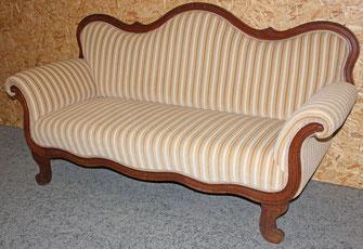 Gründerzeit Sofa restauriert und gepolstert von unseren Meister aus der Schumann Polsterei