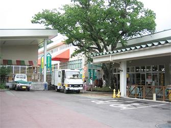 △スーパー大津(嬬恋)10分  夏季だけ、北軽井沢交差点近くの北軽井沢ショッピングガーデンにスーパー大津が開店します。
