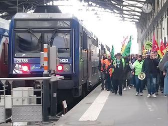 大規模ストライキに突入したフランス国鉄労働者