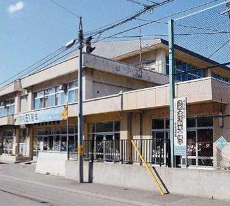 全面建て替えとなる中の島小(5月28日北海道新聞朝刊28面)