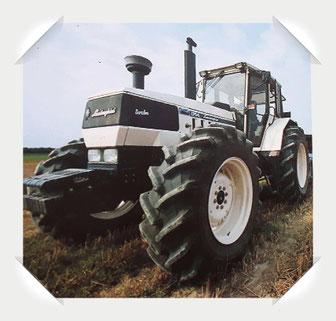Lamborghini Traktor im Feld