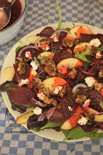 Rote-Beete-Salat - fruchtig und frisch. Überzeugend und auch für Rote-Beete-Skeptiker geeignet...