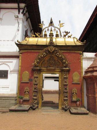 Eingang zum Palast