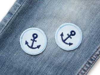 Bild: maritime Mini Jeansflicken zum aufbügeln mit Ankern hellblau