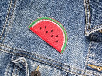 Bild: rote Melone Bügelpatch, Accessoire zum aufbügeln, Loch in Jeansjacke reparieren