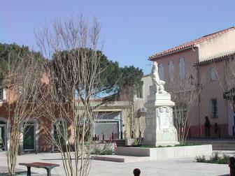 Sur le Monument de  Châteauneuf-les-Martigues