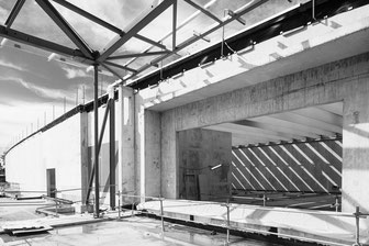 La_photographie_industrielle_et_d'entreprise_Musée_du_Louvre-Lens_entree_galerie_temporaire_en_chantier_suivi_de_chantier