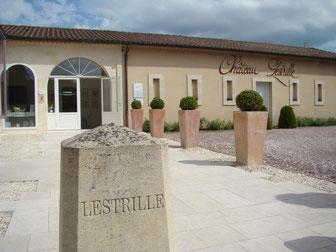 Entrée de la boutique de vin du Château Lestrille