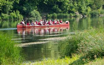 Activité de canoë rabaska sur la Dordogne, près de Bergerac