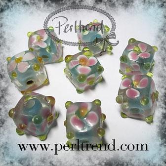 Glas Würfel Perlen Flower www.perltrend.com