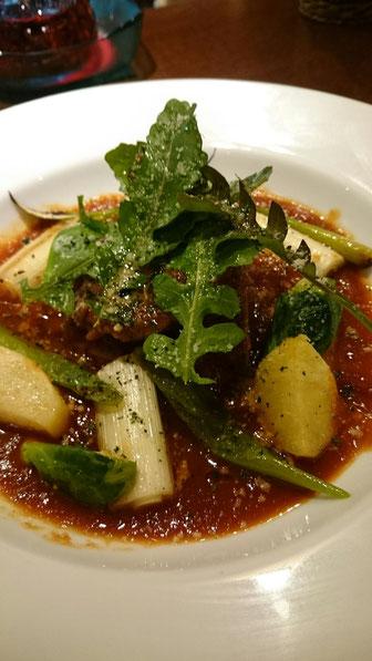 柔らか牛舌と季節野菜のトマト煮込み