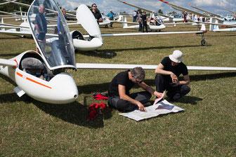 Fliugvorbereitung beim Klippeneck-Segelflug-Wettbewerb