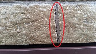 外壁塗装工事事例 大垣市上面 外壁塗装専門店エイトリハウス 施工前 ボードのひび割れ、雨水が入ってしまう
