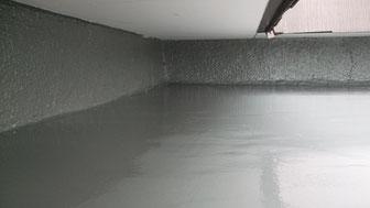 玄関屋根上防水工事後(壁まで防水層を立ち上げました)