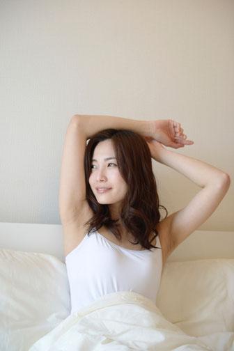 心理カウンセリング 福岡市 熊本市 心理セラピー お金 お金持ち むなしい さみしい かせげない うらやましい 人生の目的 うつむく女性 はたなかとよひで 畑中登世秀