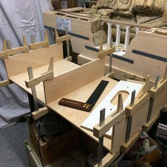Ein Modul entsteht aus vielen Teilen... je nach Größe bekommt es es 1, 2 oder mehr Mittelstreben.